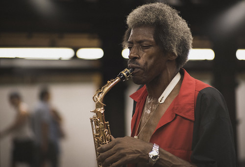Saxophone player working the New York subway platform | by MichaelTapp