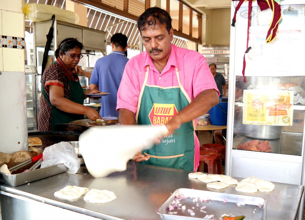 Roti Prata: Mr Mrs Mohgan Prata Making