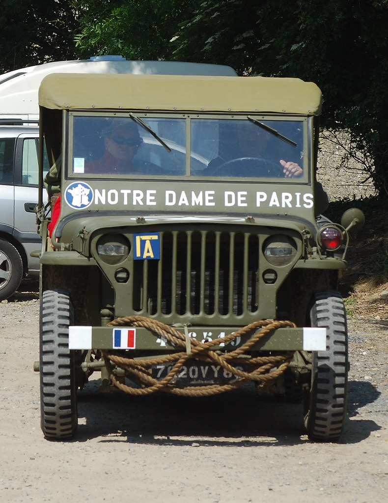 force fran aise libre jeep willys 39 notre dame de paris 39 flickr. Black Bedroom Furniture Sets. Home Design Ideas