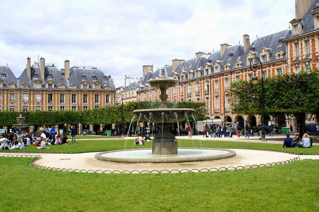 Pict0432 paris city place des vosges l 39 ancienne place - Comptoir des cotonniers place des vosges ...