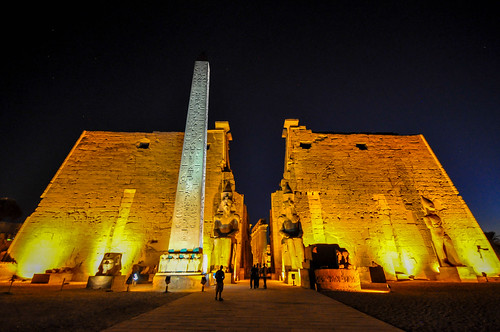 The remaining obelisk and the two 25m. statues of Ramses II - The entrance pylon - Luxor Temple | by Jorge Lascar