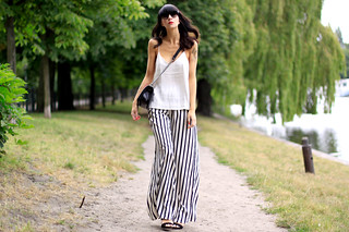 summer outfit striped wide pants white top zara h&m conscious collection oversized look chanel fashion fashionblogger berlin Ricarda Schernus CATS & DOGS 3 | by Ricarda Cosima