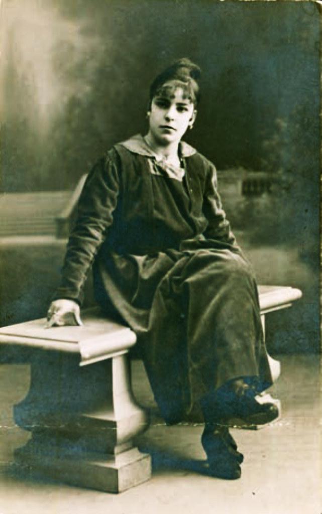 Retrato de estudio de Concepcion Lopez hacia 1917 Estudio Roca Madrid