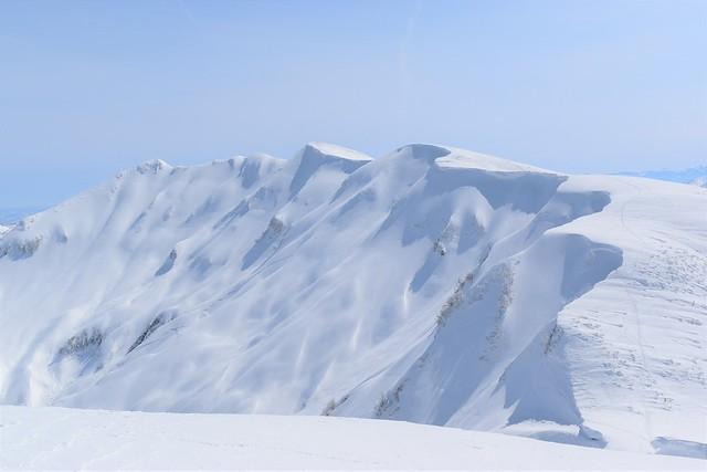 守門岳の大雪庇 冬の雪山日帰り登山