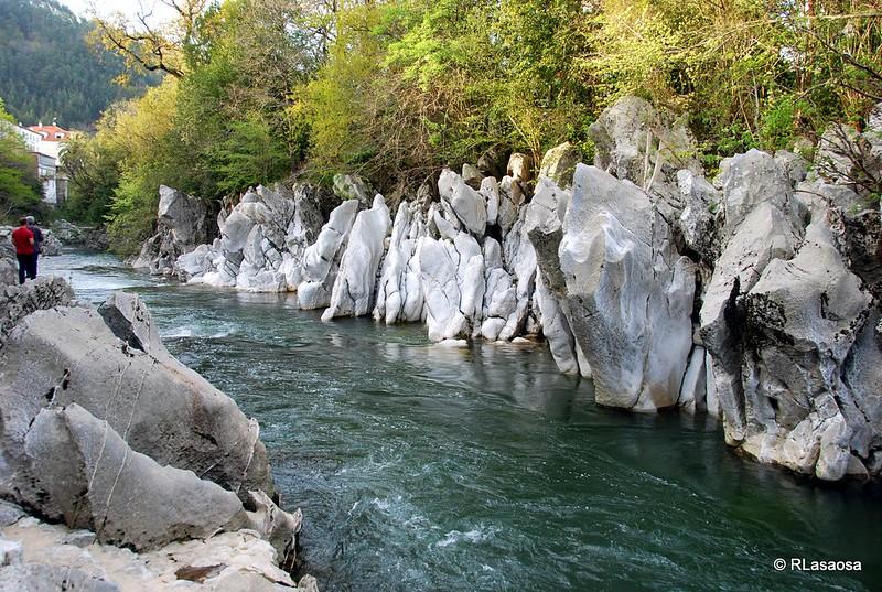 Paseo junto al río Pas, Puente Viesgo, Cantabria