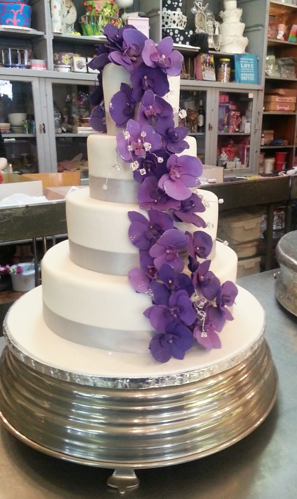 4-tier Wicked Chocolate wedding cake covered in white fond… | Flickr