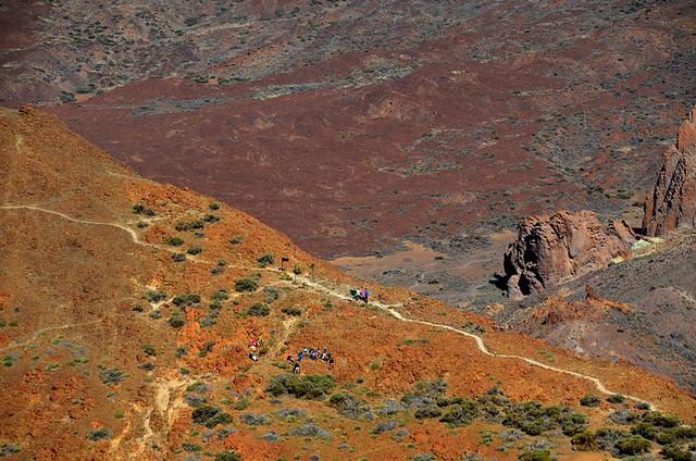 View over the ridge fromthe path to Alto de Guajara