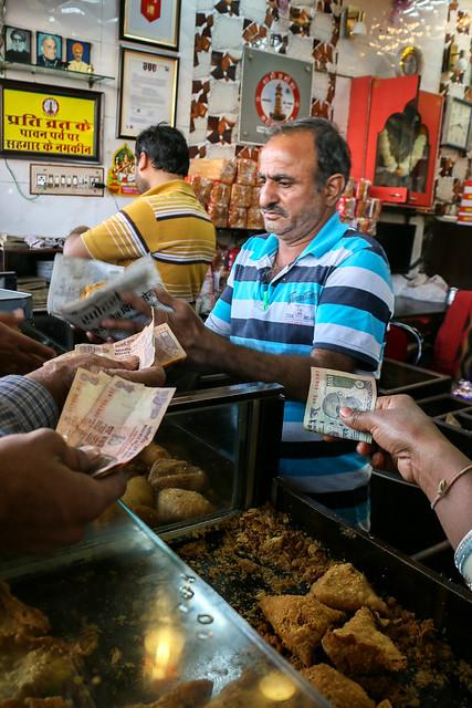 "Very popular ""Shahi Samosa"" in Jodhpur, India ジョードプル 大人気のサモサ店『シャーヒ・サモサ』"