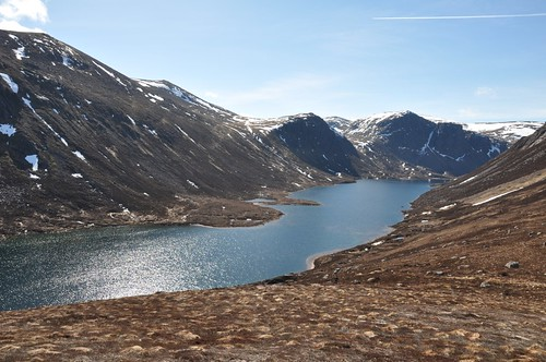 Loch Avon down to the Shelter Stone Crag
