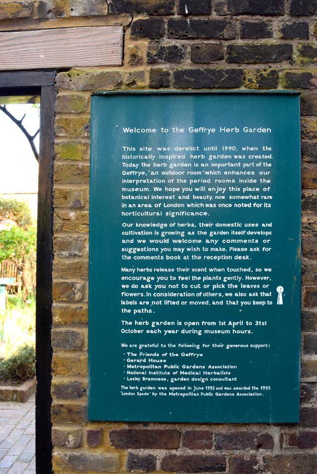 Geffrye Herb Garden, Hoxton | www.rachelphipps.com @rachelphipps