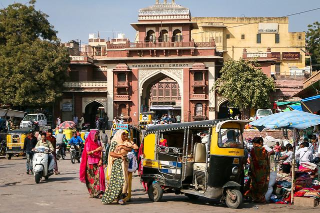 Busy street of Sadar bazaar, Jodhpur, India ジョードプル 賑やかなサダル・バザール