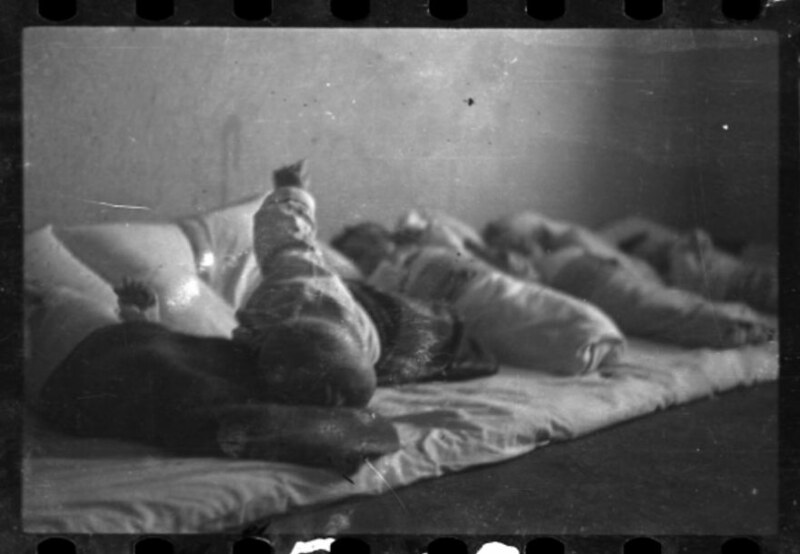 holocaust-lodz-ghetto-photography-henryk-ross-58e217f8be3da__880