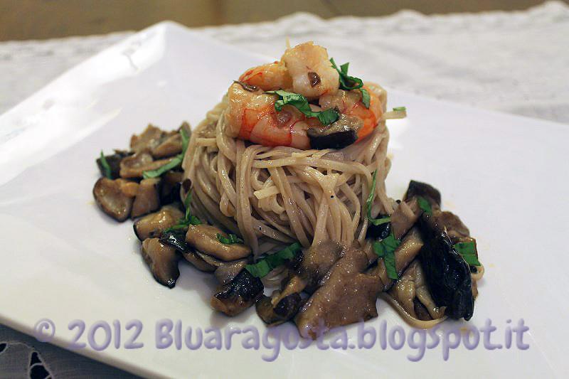 5-noodles ai funghi shiitake e gamberi