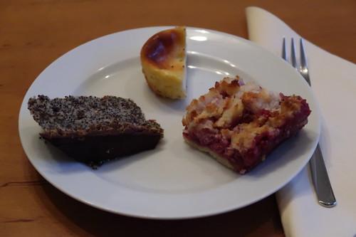 Mohnkuchen, Zitronenkäsemuffin und Himbeerkokosschnitte