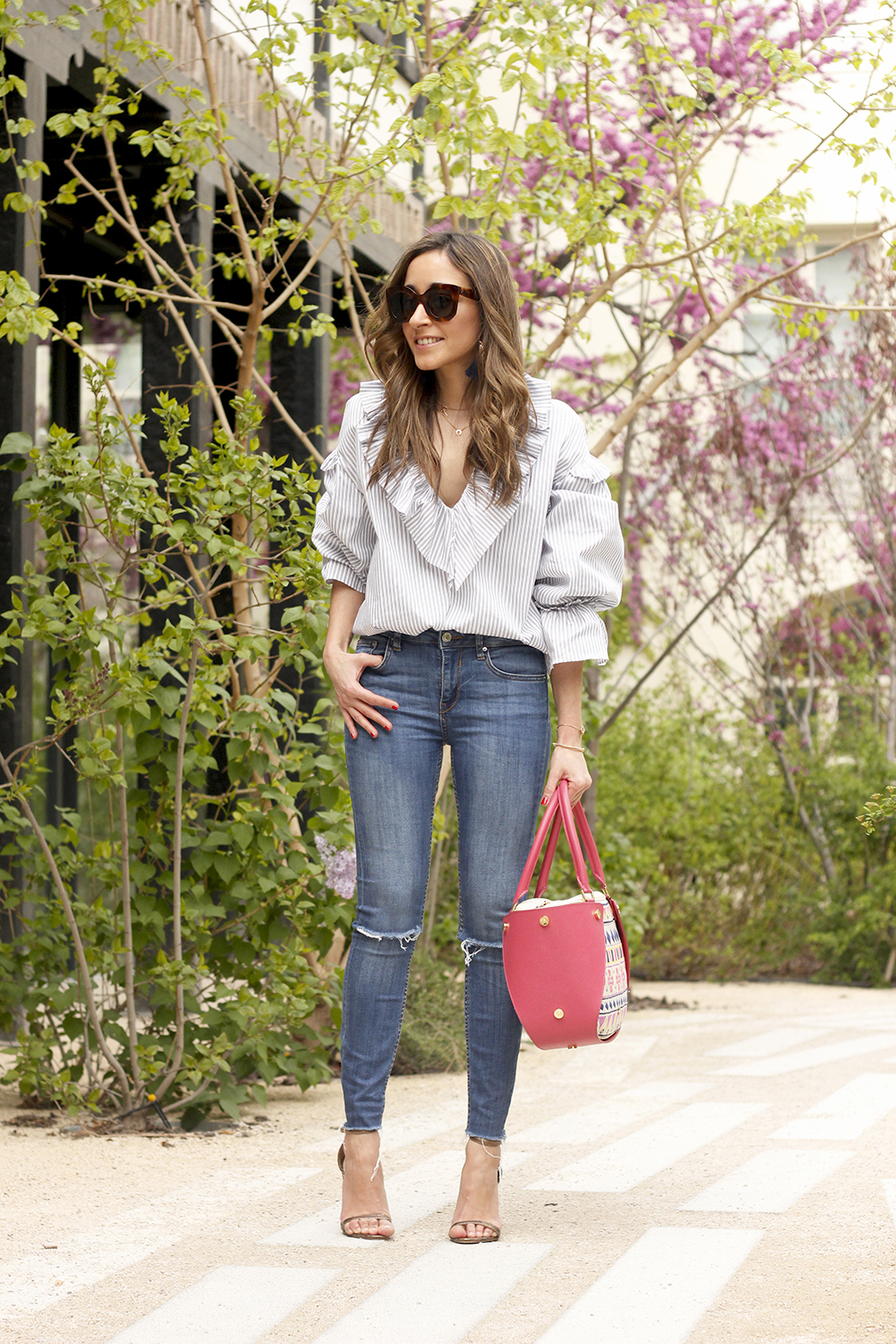 Ruffled striped shirt jeans céline sunnies sandals pamapamar bag accessories spring outfit style fashion04