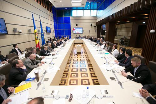 14.04.2017 Dezbateri publice privind introducerea votului uninominal