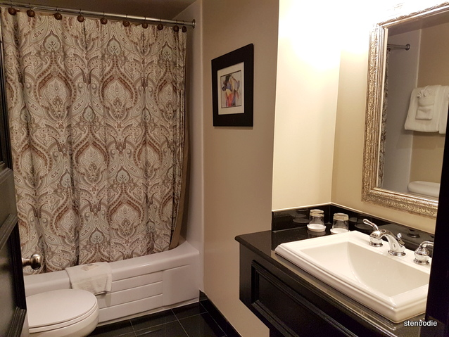 Old Stone Inn Boutique Hotel bathroom