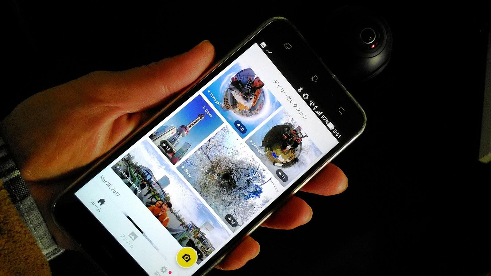 「Insta360 Air」を手に持った写真