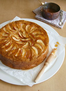 French apple cake / Bolo francês de maçã | by Patricia Scarpin