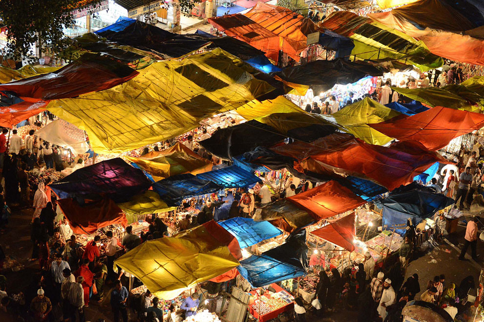 Indian Muslims Shop Ahead Of Eid Al Fitr In The Old City S