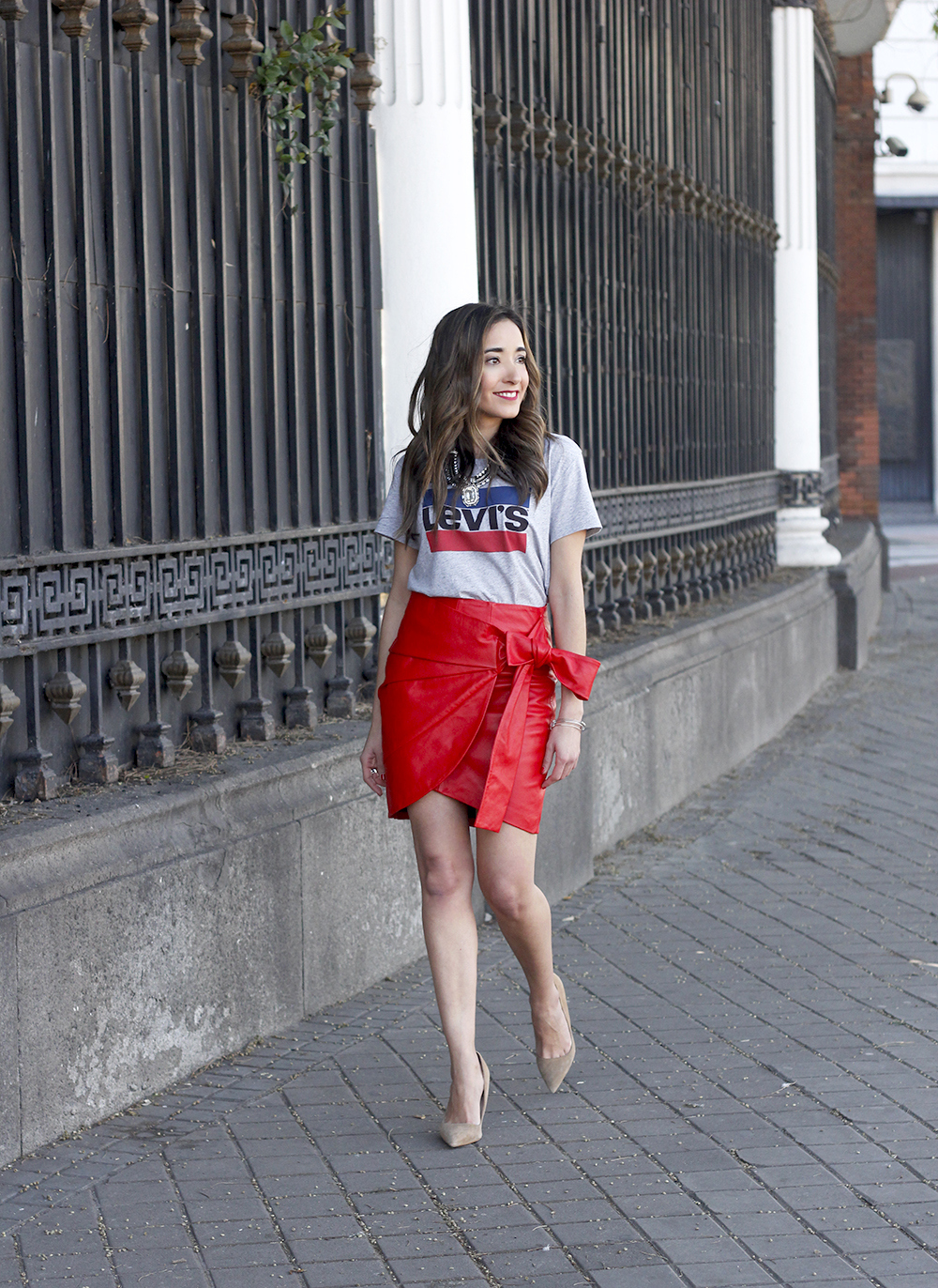 red leather skirt uterqüe Levi's T-Shirt nude heels outfit style fashion spring12