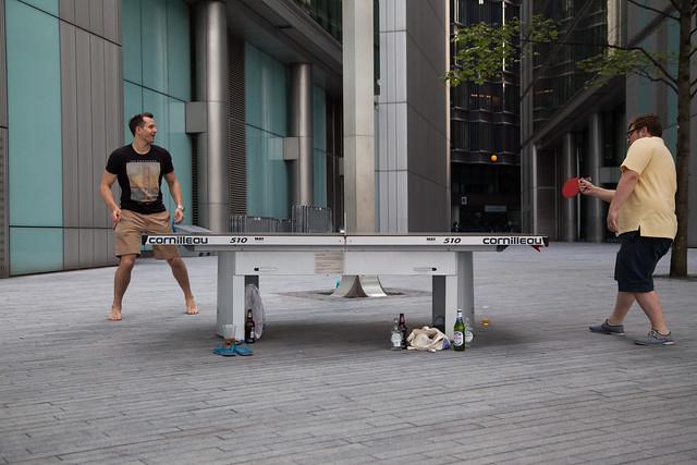mesa de ping pong en el trabajo