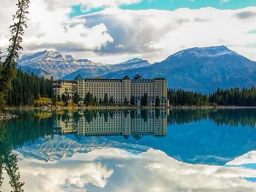 chateau lake louise fairmont hotel banff national park. Black Bedroom Furniture Sets. Home Design Ideas