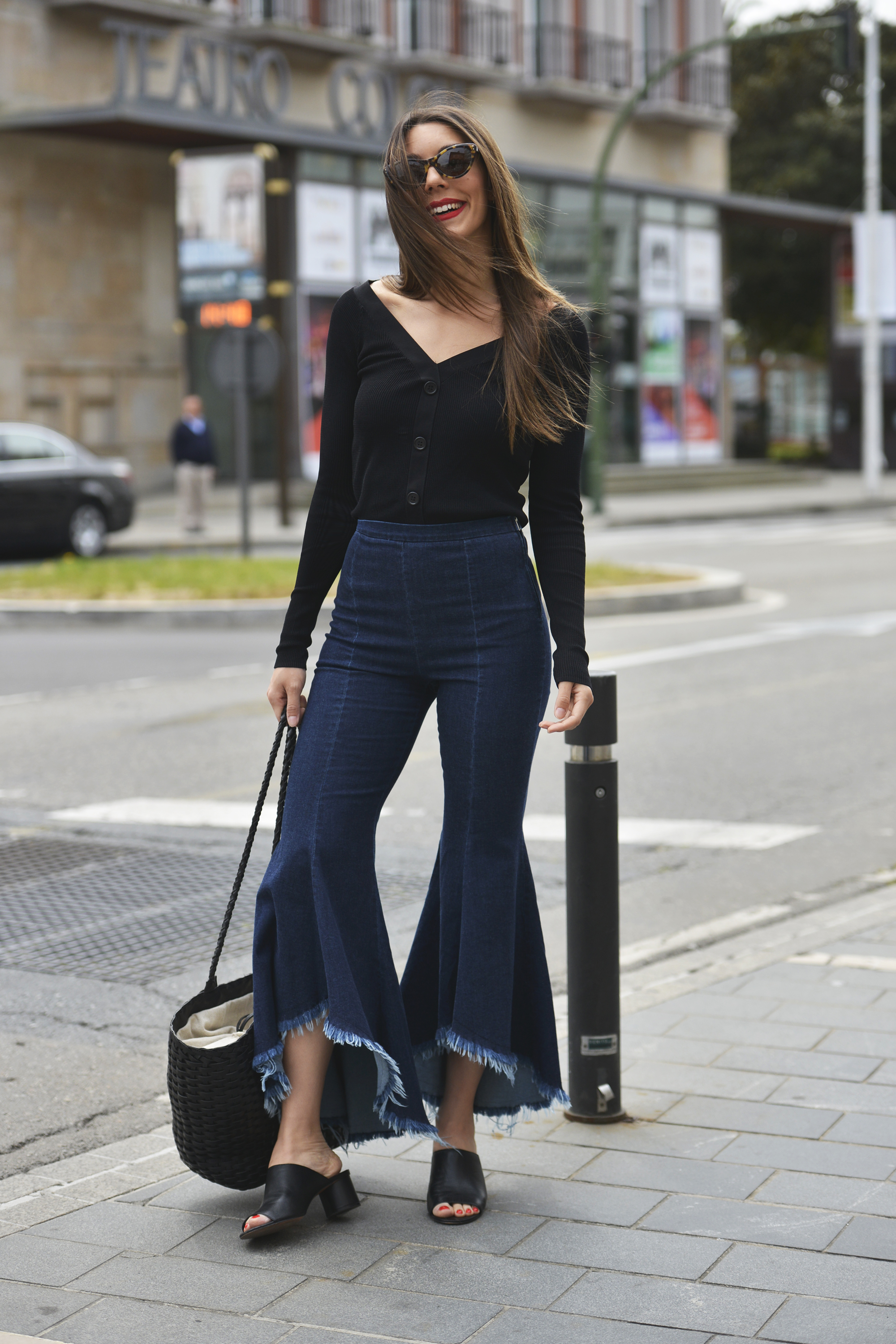 Flared asymmetric jeans