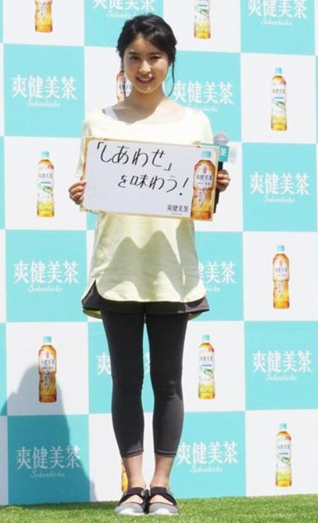 「爽健美茶」「健康素材の麦茶」新発売記念イベントに土屋太鳳出席!
