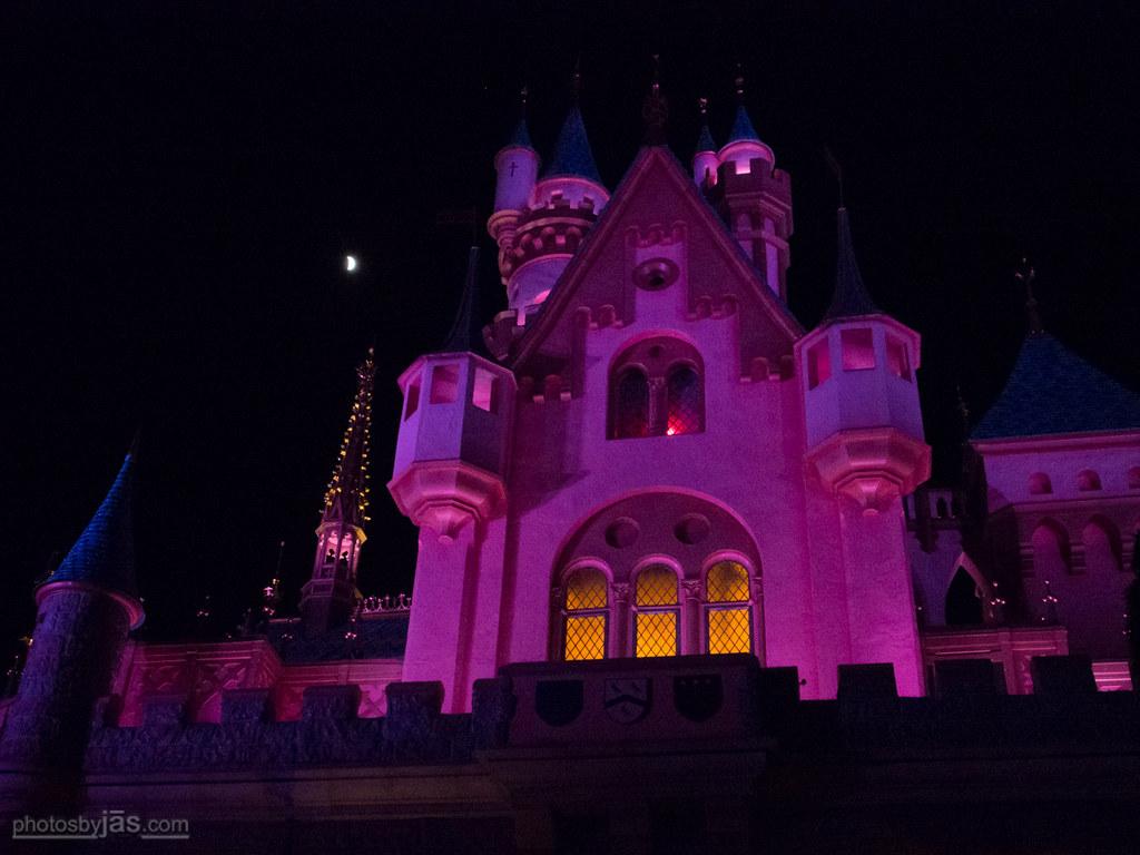 Lunar Eclipse | Over Sleeping Beauty Castle | jaseo | Flickr