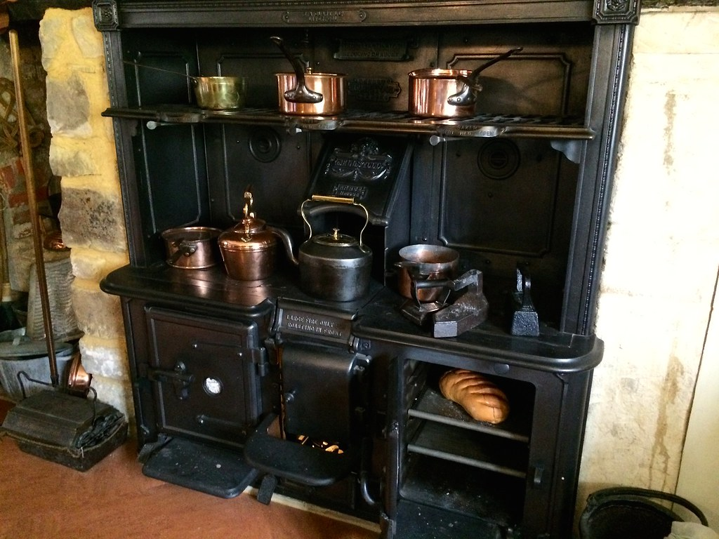 19th century kitchen avebury manor avebury wiltshire e for 19th century kitchen cabinets