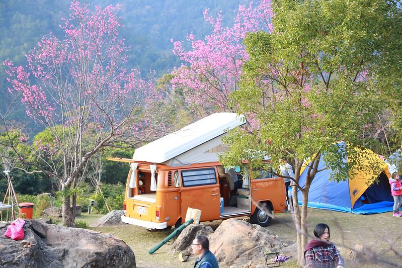 露營車升起頂篷