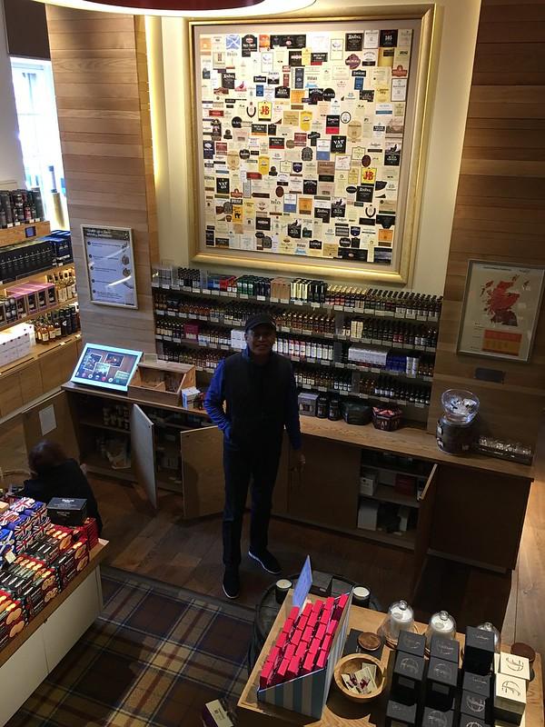 edinburgh 075 Edmund at the whisky store