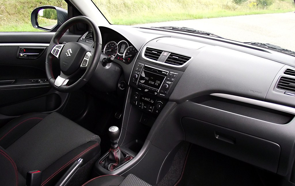 Suzuki Swift Sport FZ NZ 2013 Interieur Cockpit Innenraum
