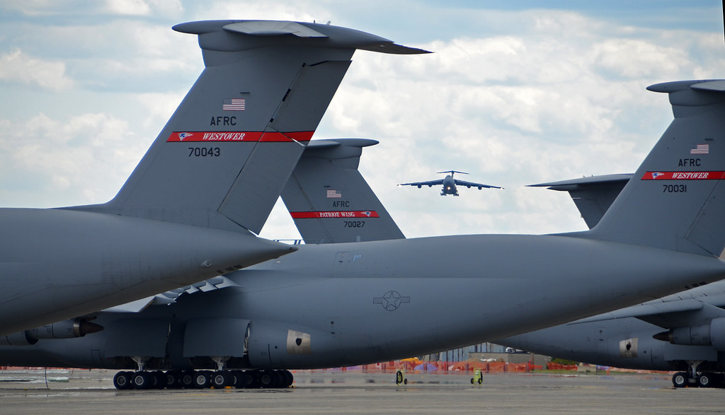 Final Approach C 5 Galaxy Tails On The Flightline Frame A Flickr