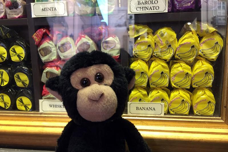 Cuneesi al rhum con scimmia