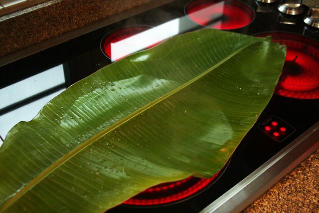 Salmon a la hoja de bananero con salsa de maracuya (2)