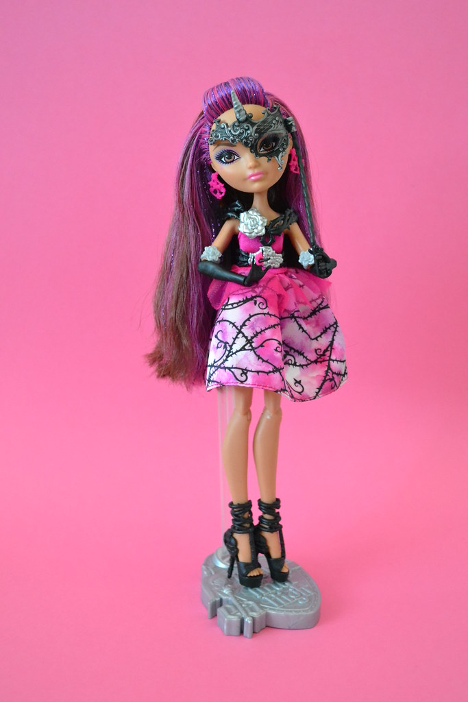 Thronecoming Briar Beauty | I had planned to keep all my ... Ever After High Dolls Briar Beauty Thronecoming