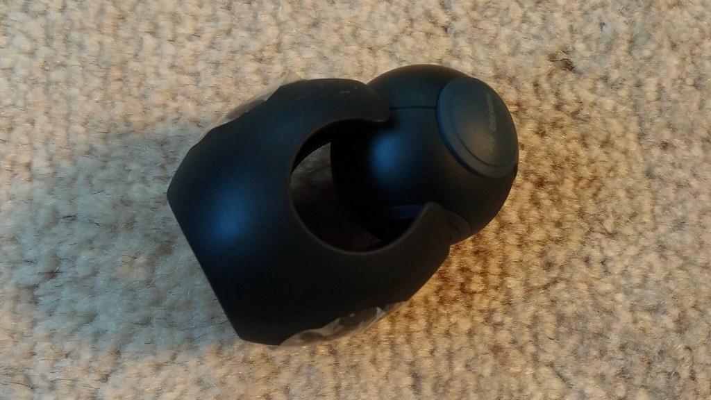 「Insta360 Air」本体と保護カバーの写真