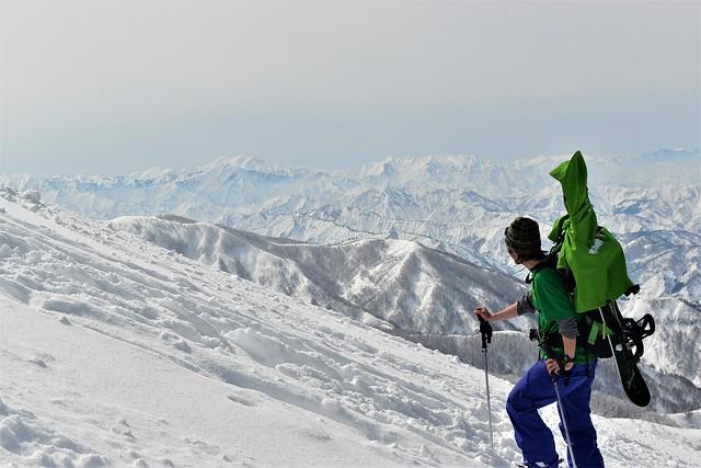 守門岳から望む雪の越後三山