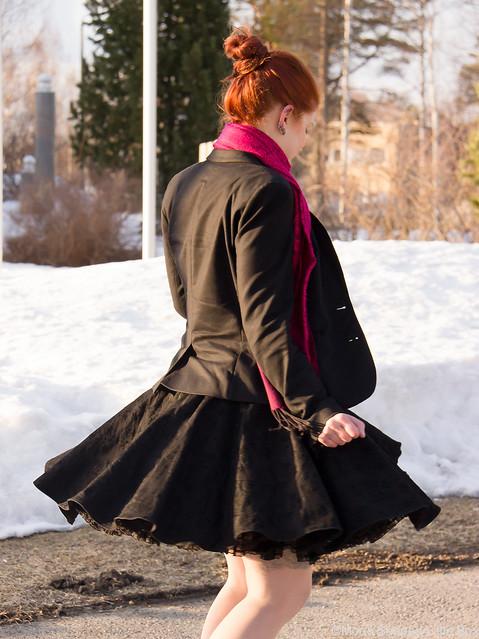 PäivänAsuKellomekkoOOTDMyStyleFashionBlog-12 PäivänAsuKellomekkoOOTDMyStyleFashionBlog-15 Collectif kellomekko L.K. Bennett highheels shoes kengät korkokengät tyyli blogi tyyliblogi muotiblogi bloggaaja kalevala koru fashion spring looks 2017
