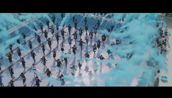 ポカリの新CM「踊る始業式」篇で八木莉可子が300人とコラボダンス!