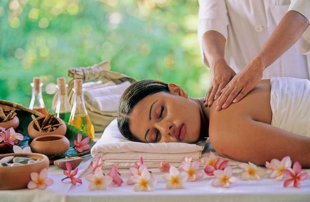 A unique team from India performs Ayurveda treatment in Bansko