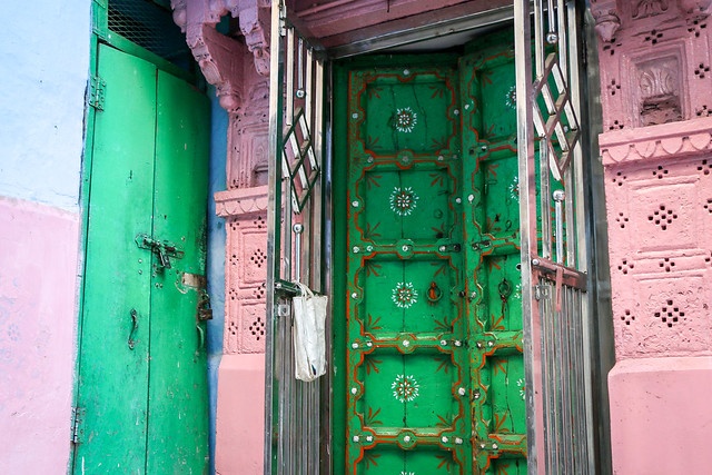 Colorfully painted house in old city, Jodhpur, India ジョードプル カラフルにペイントされた民家