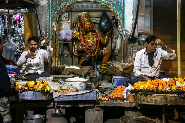 Hanuman temple in the bazaar street at night, Jodhpur, India ジョードプル バザールにてハヌマーンを祀るヒンドゥー寺院