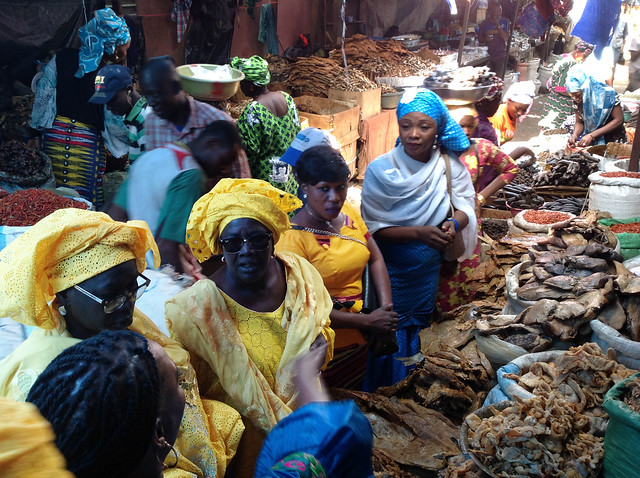 Members of the Pencuum-Senegal Women Fish Mongers Association visit a Mali fish market as part of a FishTrade-supported trade caravan. Photo by WorldFish, 2016.