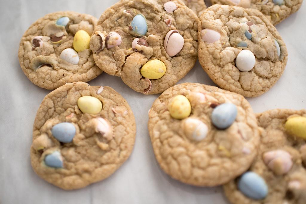 Cadbury Mini Egg Cookies DIY Recipe on juliettelaura.blogspot.com