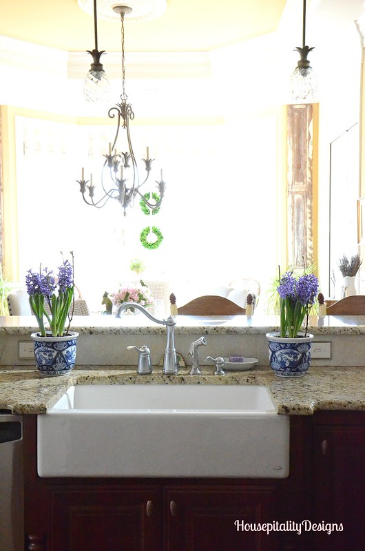 Kitchen farmhouse sink-Blue and White-Housepitality Designs