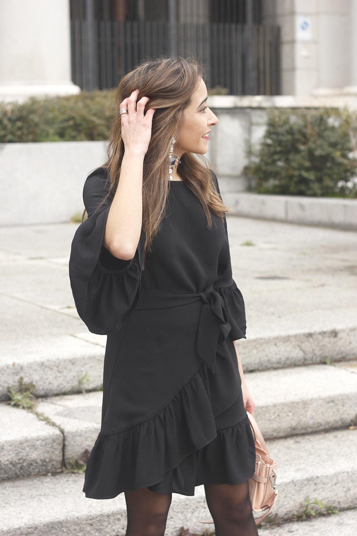 big earrings uterqüe black dress ruffles black heels style fashion outfit winter10