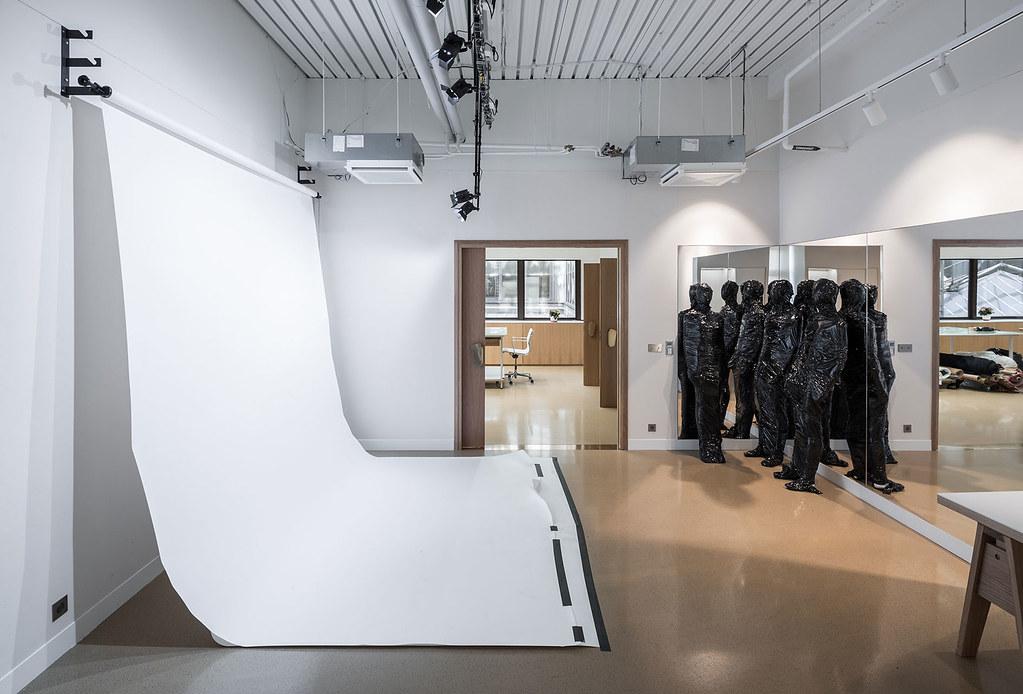 Showroom interior design for the Uniqlo brand by Ciguë Sundeno_08
